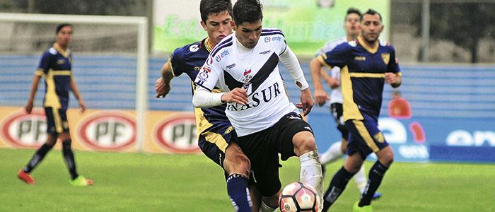 El hombre que hace tambalear al fútbol chileno
