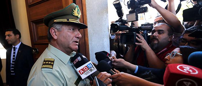 ¿Qué sostiene al general Bruno Villalobos?